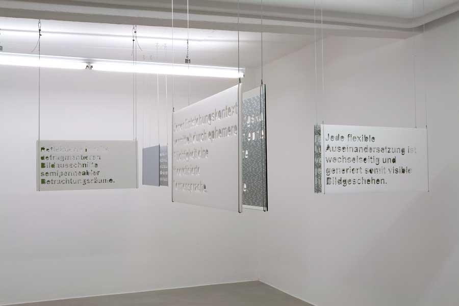 Eva Beierheimer/Miriam Laussegger - worte#25/installation/der/die betrachterIn interpretiert/2010